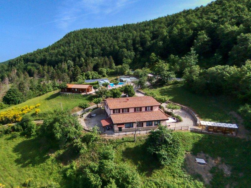 Charming Farmhouse in Apecchio marche with Private Terrace, location de vacances à Serravalle di Carda