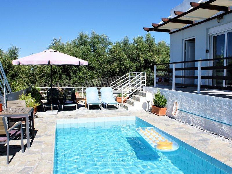 Holiday home with pool and beautiful views coastline Rethymno, Sfakaki, NW coast, vacation rental in Sfakaki