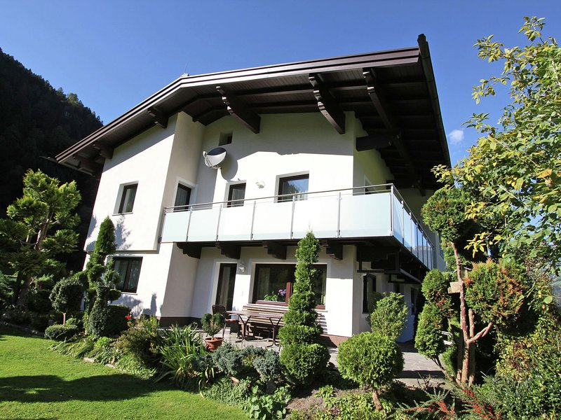 Nice Apartment in Aschau im Zillertal, with ski-lift nearby, holiday rental in Mitterdorf