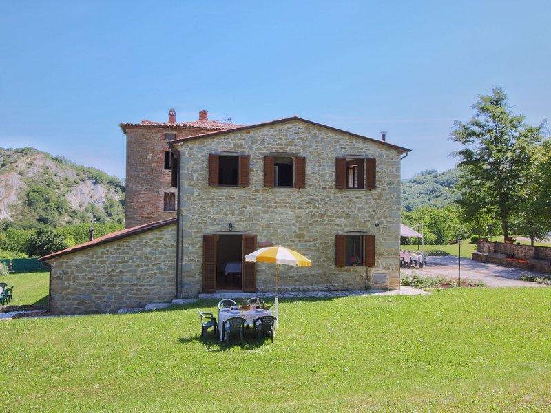 Quaint Mansion in Apecchio with Swimming Pool, location de vacances à Sant'Angelo in Vado