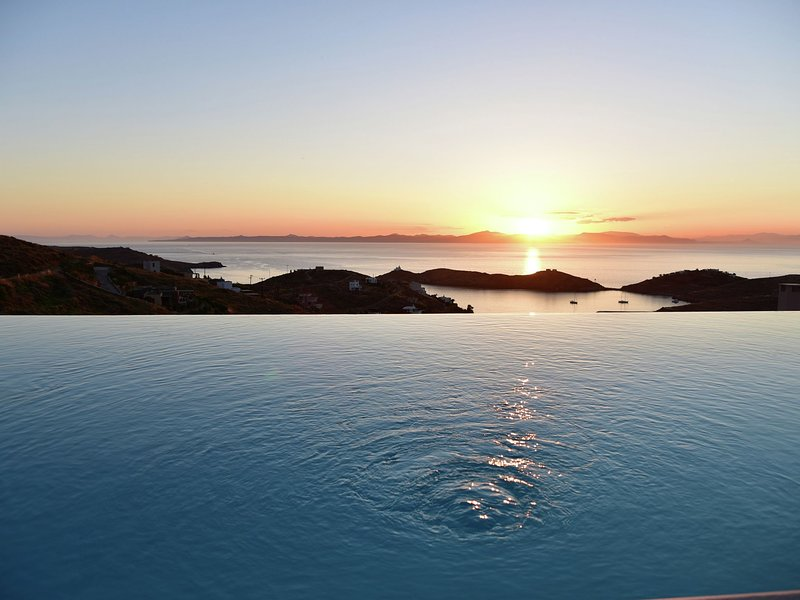 Beautiful villa in Kea island, 1st island under Athens, views Nicolas Golf, holiday rental in Vourkari