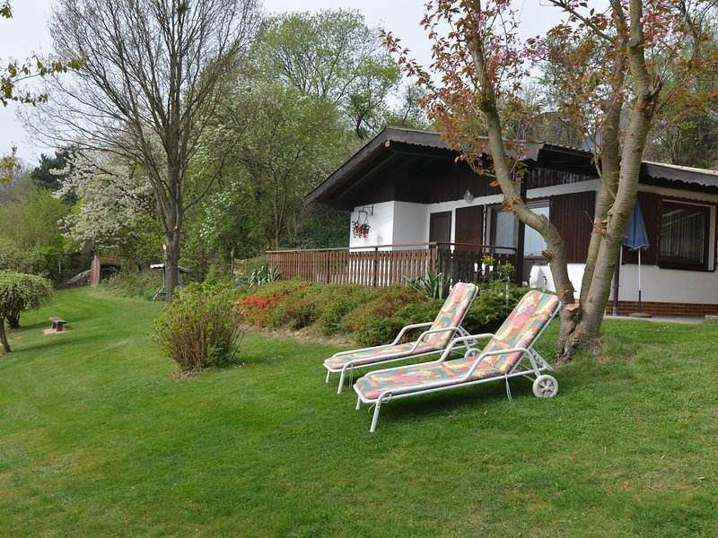 Cozy Holiday Home near the Forest in Großropperhausen, vacation rental in Neukirchen