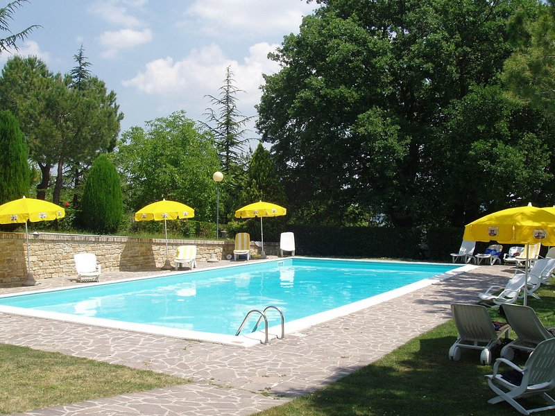 Ideal property where you can spend a holiday full of action and rest., aluguéis de temporada em Patrignone