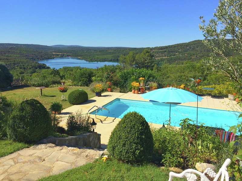 Attractive holiday home with private swimming pool and vast views across Lac du, location de vacances à Saint-Laurent du Verdon