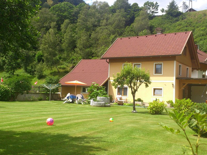 Lush Apartment in Rennweg am Katschberg with Private Garden, location de vacances à Innerkrems