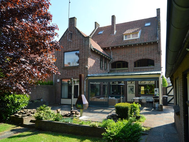 Holiday home suitable for families with entertainment for all ages, holiday rental in Veghel