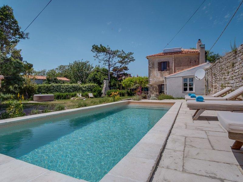 Spacious Villa Osor in the Croatian Islands, Croatia with beach nearby, holiday rental in Belej