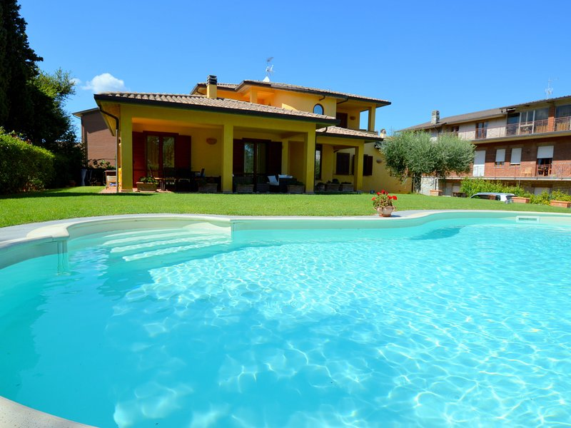 Rustic Style Holiday Home in Umbria with Private Pool, Ferienwohnung in Piedicolle