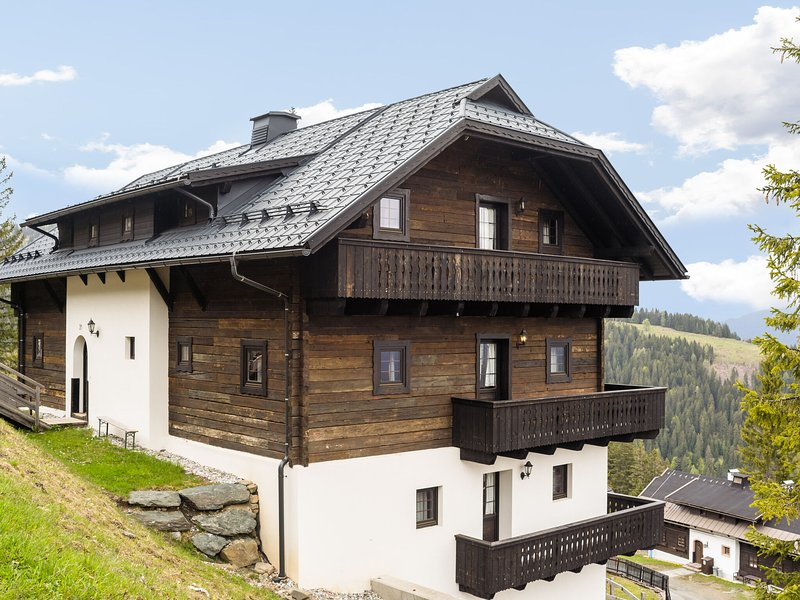 Beautiful Apartment in Sonnenalpe Naßfeld with Sauna, holiday rental in Jenig