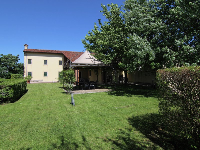 Serene Mansion in Mason with Forest Nearby, alquiler vacacional en Montebello Vicentino