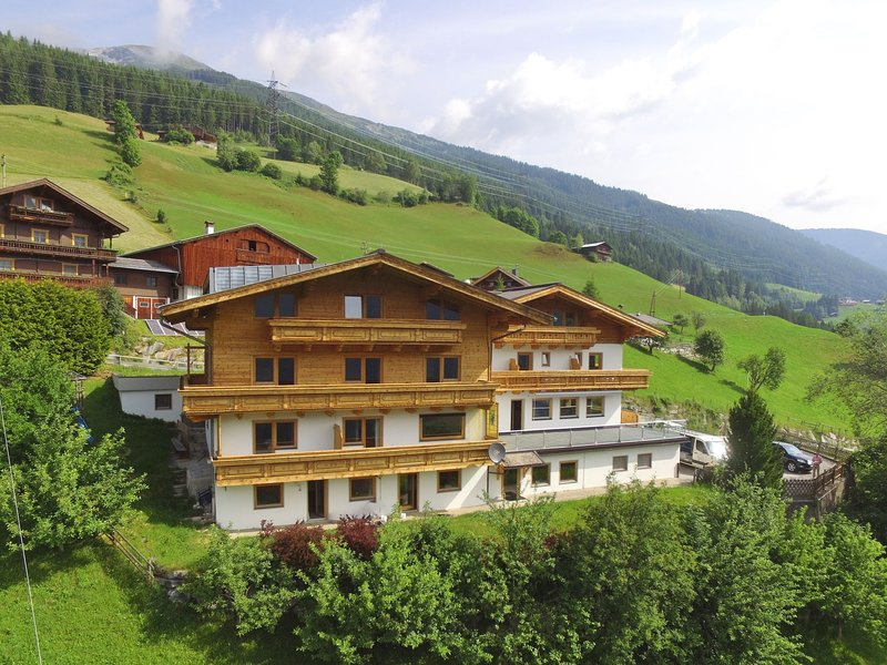 Very large, luxurious, detached holiday home near the ski area of ZillertalArena, holiday rental in Vorderkrimml