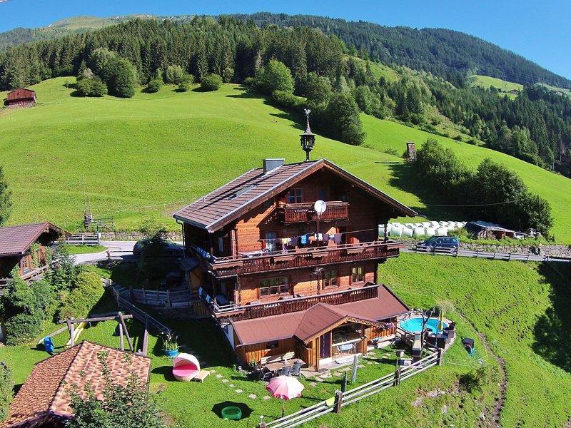 Beautiful Mountainside Chalet in Königsleiten, holiday rental in Vorderkrimml