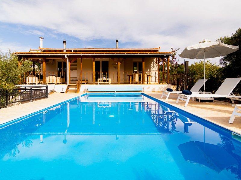 Beautiful Villa near Sea in Epano Sisi, holiday rental in Epano Sisi