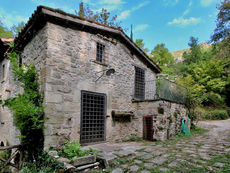 Holiday home in a water mill, next to a waterfall and natural swimming pond, holiday rental in Accumoli