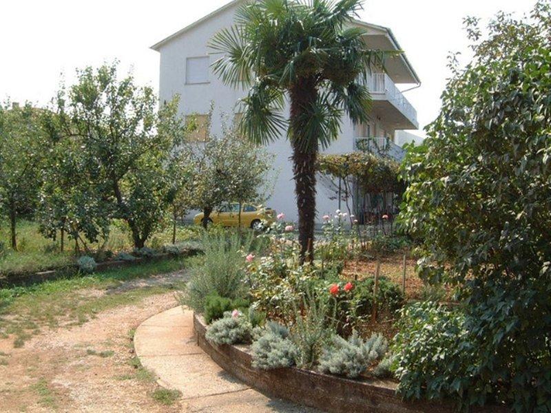 Pleasant Apartment on the Croatian Islands amid the Sea, location de vacances à Radici