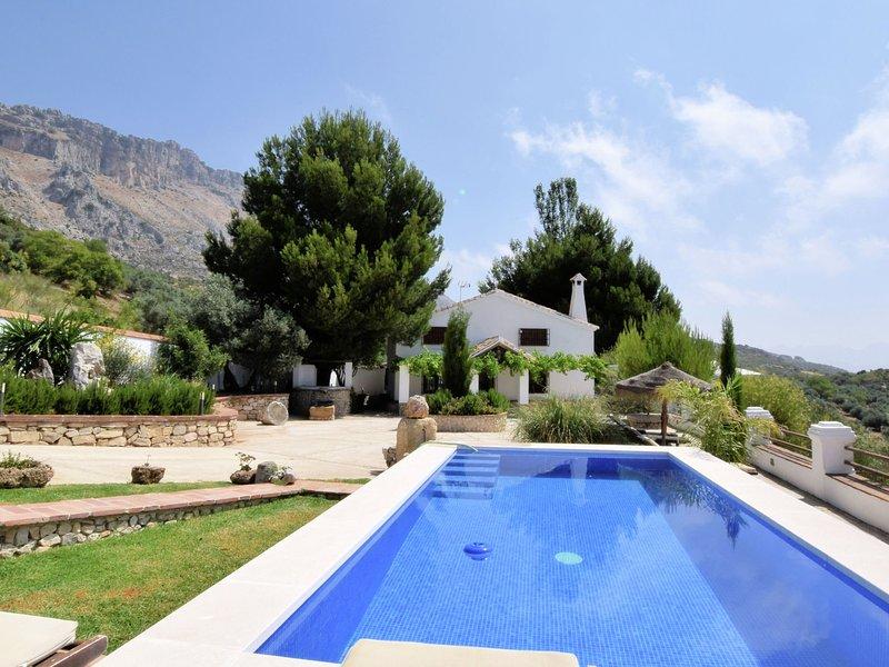 Fantastic Holiday Home in Andalusia Spain with Pool, vacation rental in Villanueva de la Concepcion