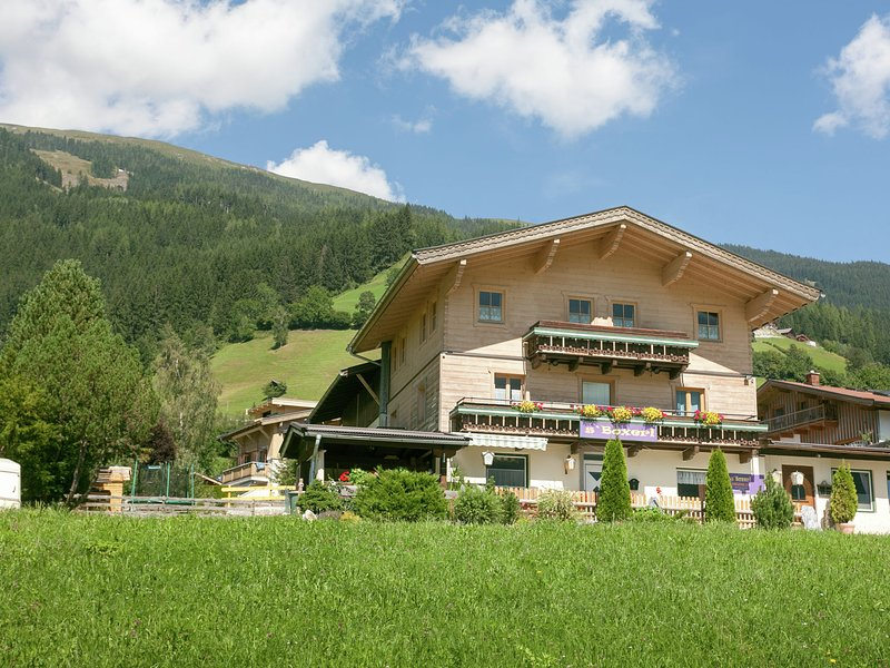 Peaceful Holiday Home in Bramberg am Wildkogel near Ski Area, holiday rental in Schonbach