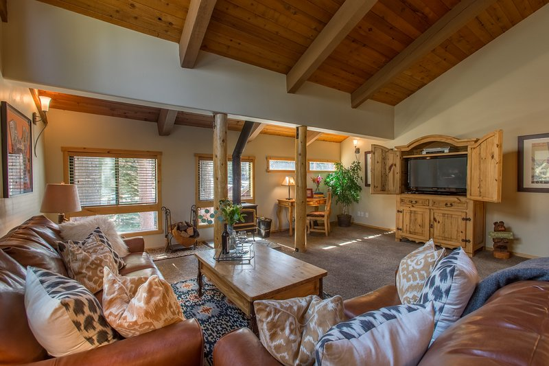 Mammoth Lakes accommodation chalets for rent in Mammoth Lakes apartments to rent in Mammoth Lakes holiday homes to rent in Mammoth Lakes