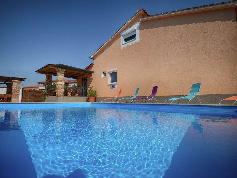Beautiful Apartment in Porec with Swimming Pool, holiday rental in Rosini