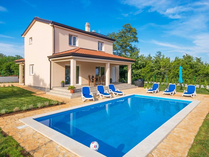 Modernly equipped holiday house near Rovinj with private pool for 6 +2 person, holiday rental in Golas