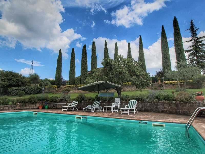 Special villa with private swimming pool, beautiful view, near borgo Ficulle, holiday rental in Fabro Scalo