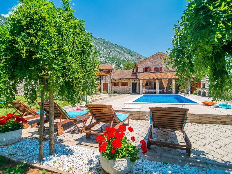 Peaceful Villa in Drivenik with Swimming Pool, vakantiewoning in Lic