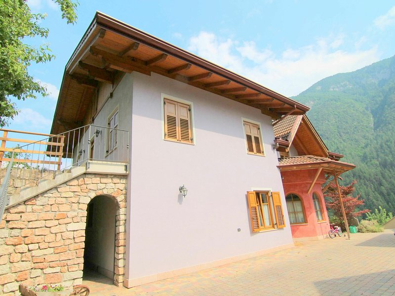 Modern Holiday Home with Swimming Pool and Sauna in Caldes, holiday rental in Cles