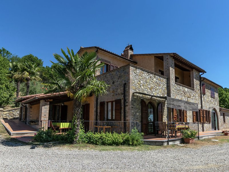 Spacious Farmhouse in Ficulle with Swimming Pool, holiday rental in Sala