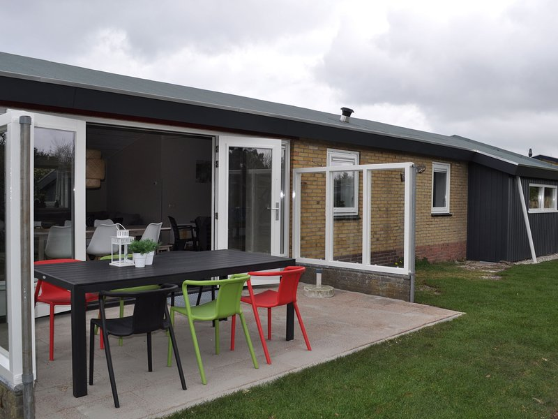 Detached bungalow, situated directly at a large sand dunes and nature area, holiday rental in Ameland