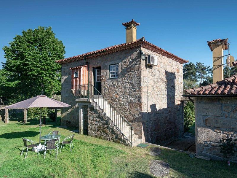 Excellent Cottage in Santa Comba with Parking, location de vacances à Facha