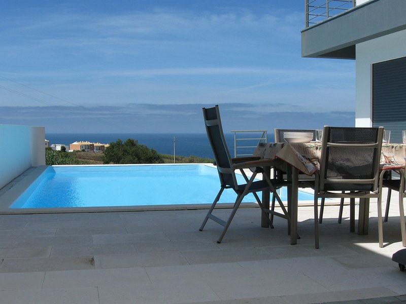 Quiet, modern villa with full ocean view, vacation rental in Atalaia