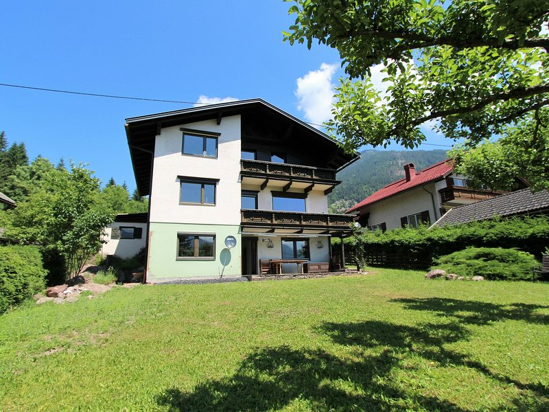 Attractive Mansion in Kotschach-Mauthen with Garden, alquiler de vacaciones en Hermagor