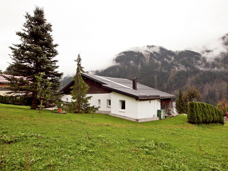 Mod Apartment in Sankt Gallenkirch Vorarlberg with Lovely Garden, holiday rental in Sankt Gallenkirch