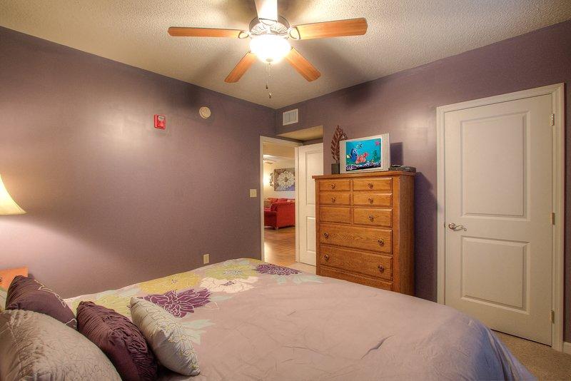 Meubles, lit, ventilateur de plafond, chambre à coucher, chambre