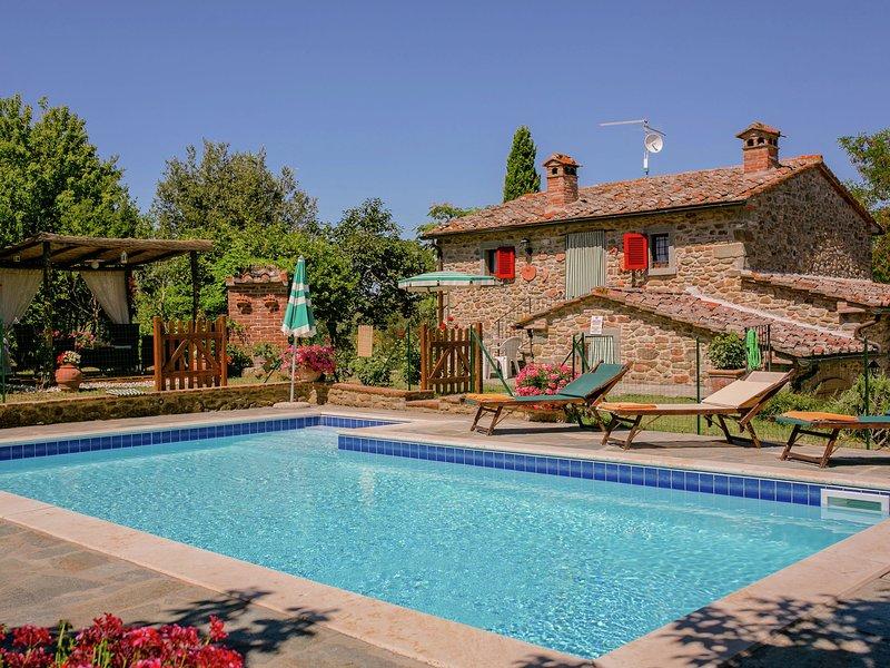 Gorgeous Villa in Fratticciola with Swimming Pool, holiday rental in Fratticciola