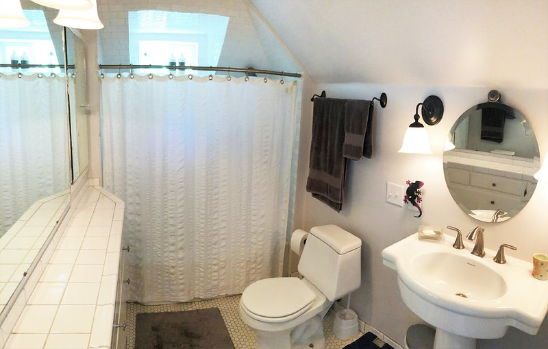 Badezimmer, WC, Innenaufnahme, Waschbecken, Zimmer
