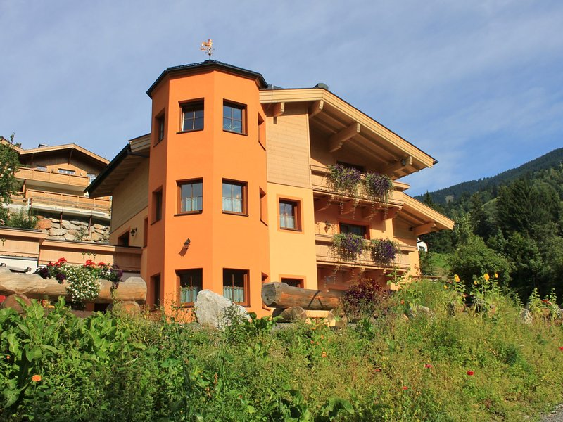 Luxurious Holiday Home in Saalbach-Hinterglemm With Sauna, holiday rental in Saalbach-Hinterglemm