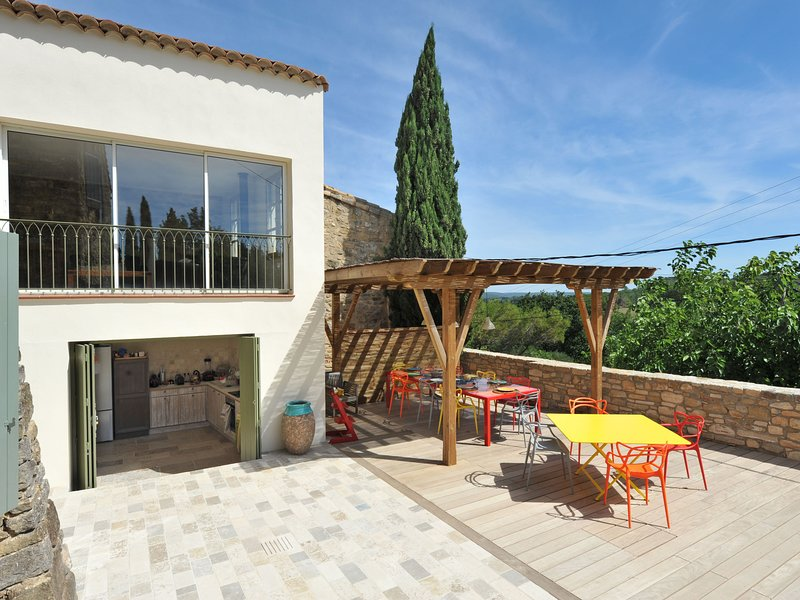 Quaint villa in Castelnau-Valence with private pool, holiday rental in Saint-Maurice-de-Cazevieille