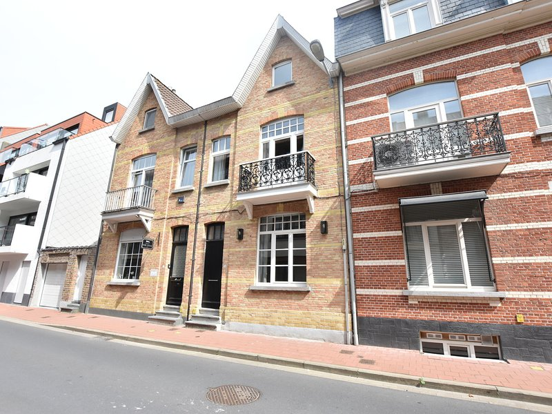This old town house has been completely renovated, aluguéis de temporada em Sluis