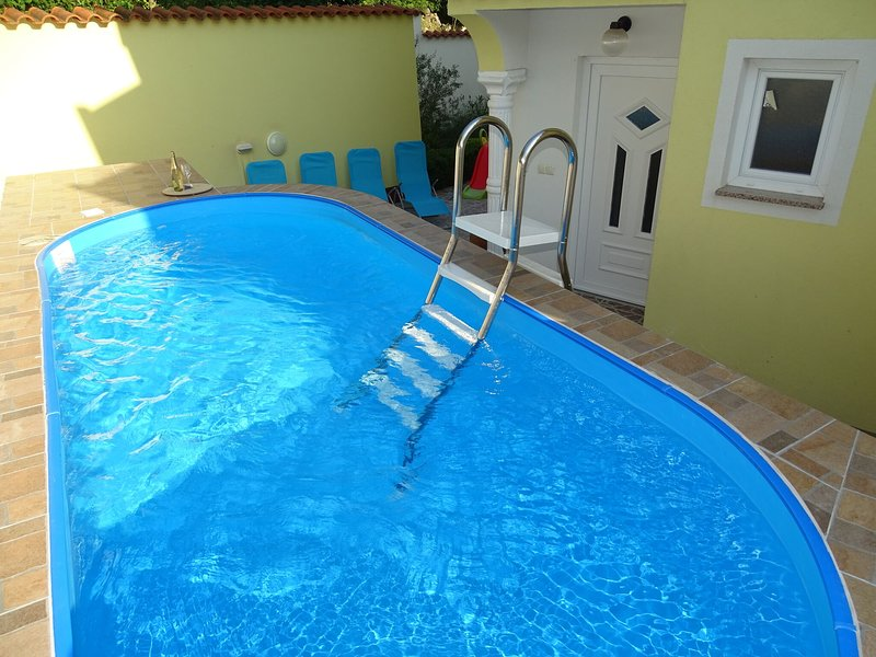 Charming  home with swimming pool and beautiful covered terrace ! – semesterbostad i Dramalj
