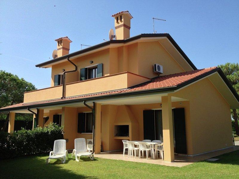 Well-kept villa with garden on beautiful Isola di Albarella, casa vacanza a Taglio di Po