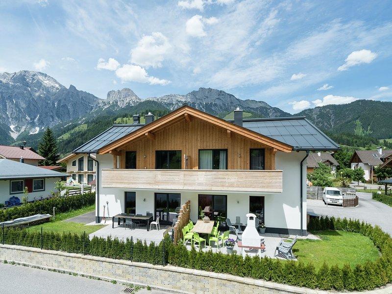 Modern Holiday Home in Leogang with Private Sauna, casa vacanza a Saalfelden am Steinernen Meer
