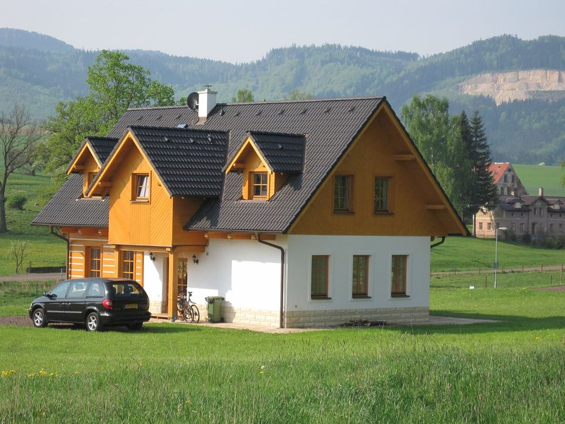 Comfortable holiday home in Bozanov with its own sauna and panoramic view, holiday rental in Broumov