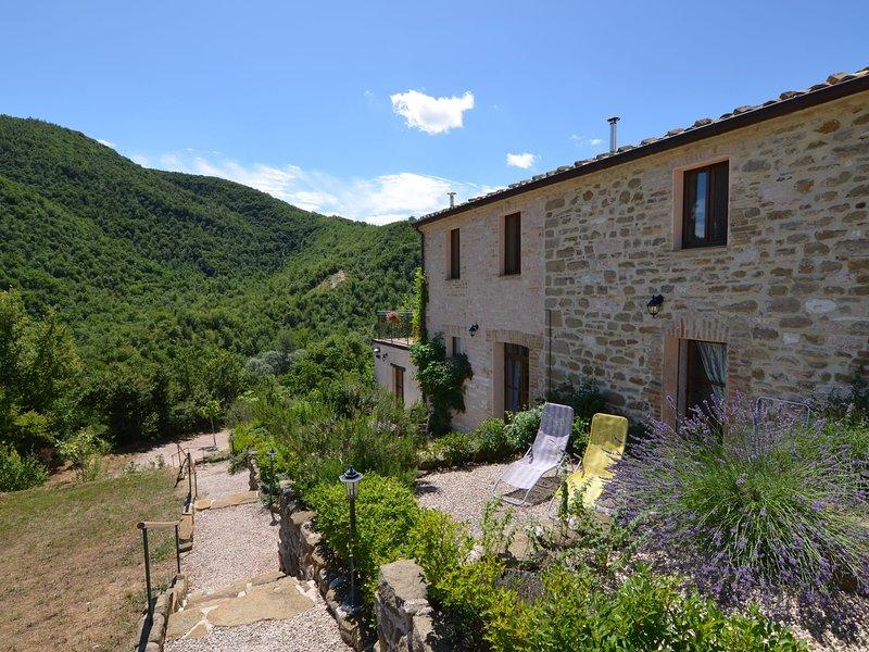 Quaint Cottage with Garden in Pergola, holiday rental in Serra Sant'Abbondio