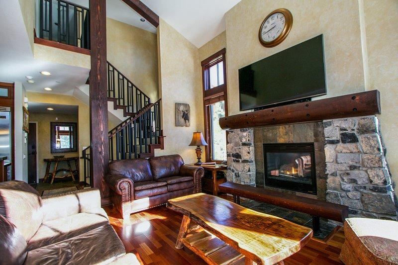 Room,Living Room,Indoors,Fireplace,Furniture