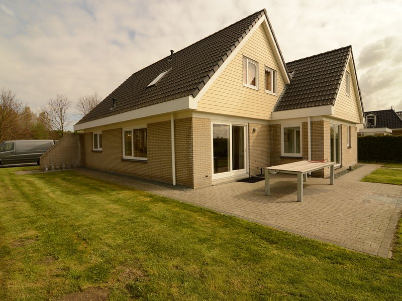 Luxurious holiday villa at lovely location in Zeewolde, Flevoland, vacation rental in Spakenburg