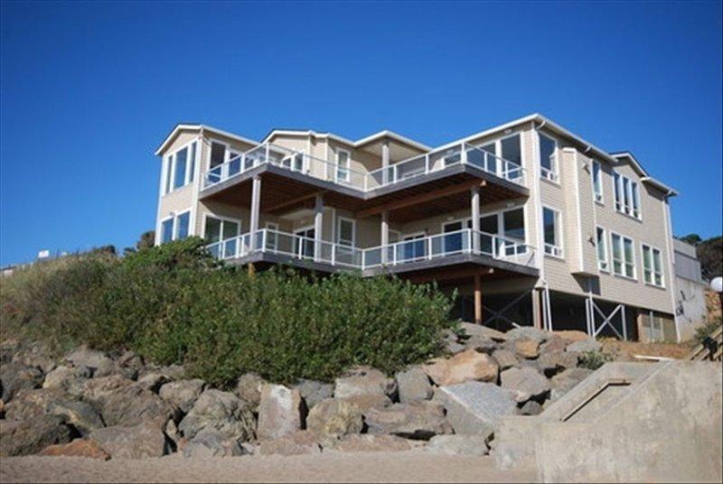 Admiral's Beach Retreat-Exterior 2