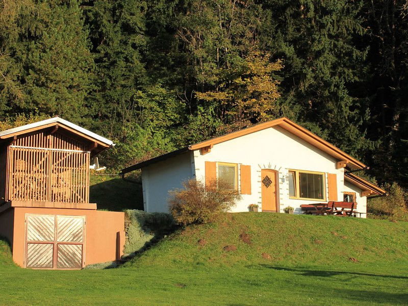 Cozy Holiday Home with Private Swimming Pool in Eberstein, holiday rental in Wolfsberg