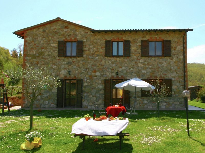 Stunning Farmhouse in Passignano with Swimming Pool, Ferienwohnung in Castel Rigone