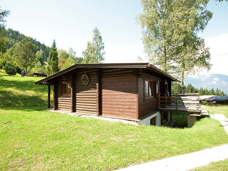 Lovely Chalet in Wörgl-Boden with Private Garden, vacation rental in Bad Häring